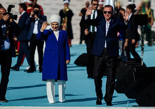 Recep Tayyip Erdogan com a esposa, Emine Erdogan, comemoram o 763º aniversário da conquista de Istambul pelos turcos otomanos