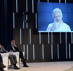 O fundador do WikiLeaks, Julian Assange, participa do Fórum Internacional da Mídia em 7 de junho de 2016