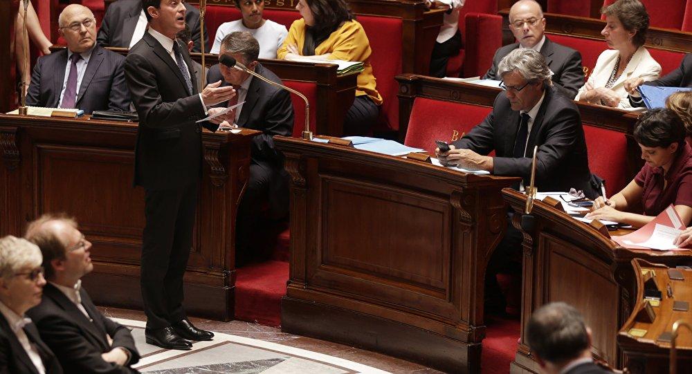 O primeiro-ministro francês Manuel Valls na Assembleia Nacional da França