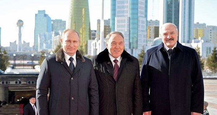 Vladimir Putin, Nursultan Nazarbaev e Aleksandr Lukashenko