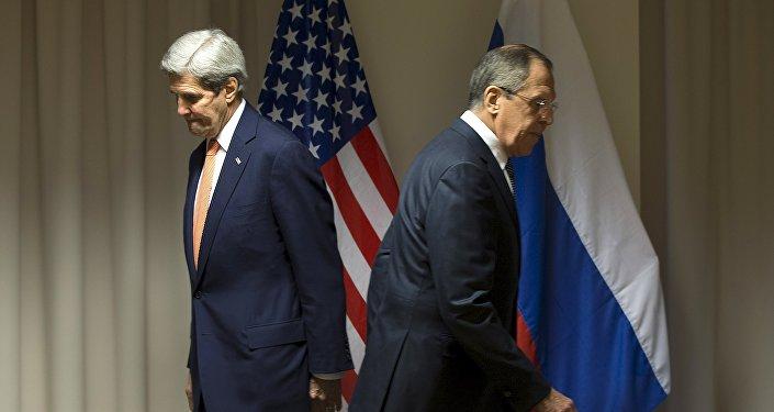 Secretário de Estado norte-americano, John Kerry, e o Ministro das Relações Exteriores russo, Sergei Lavrov