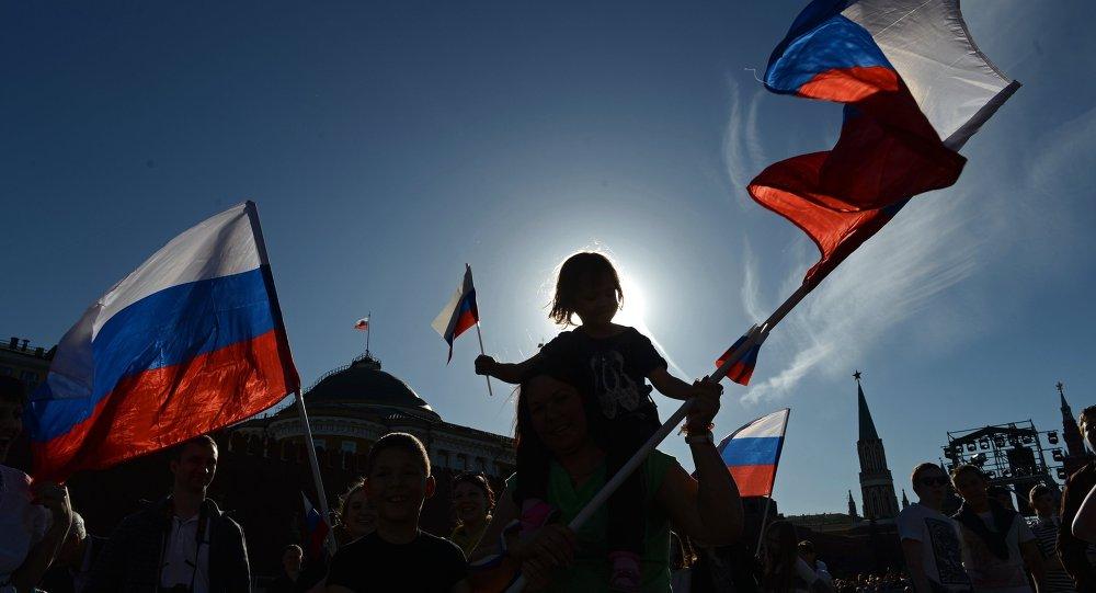 Russos celebram o Dia Nacional da Rússia em Moscou, junho de 2015