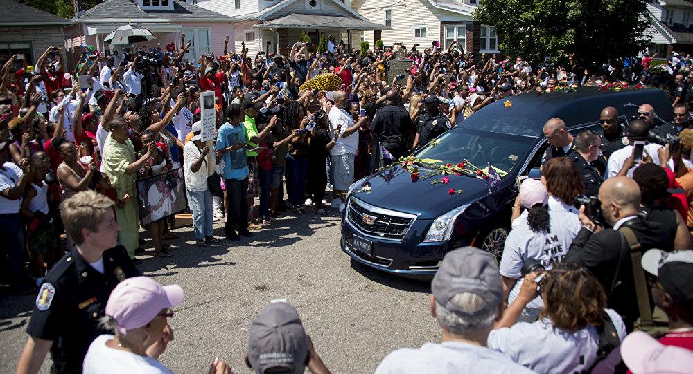 Muhammad Ali é sepultado na cidade natal