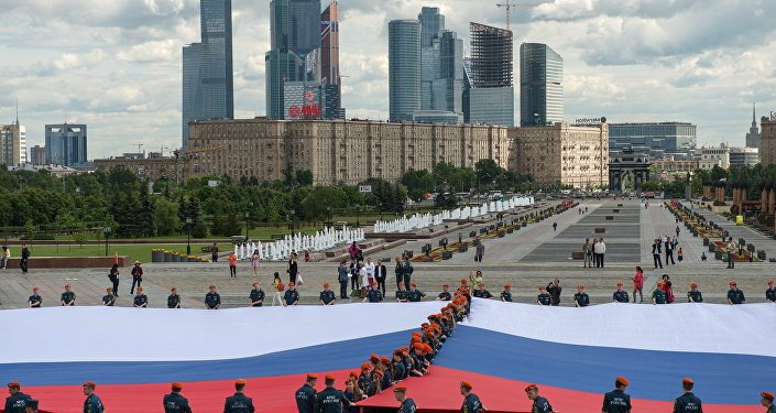 Maior bandeira da Rússia aberta em Moscou