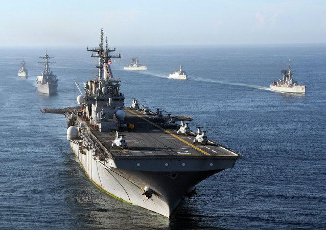 Navios norte-americanos no oceano Índico