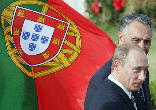 Presidente da Rússia Vladimir Putin junto com o então presidente português Cavaco Silva em Lisboa, 25 de outubro 2007