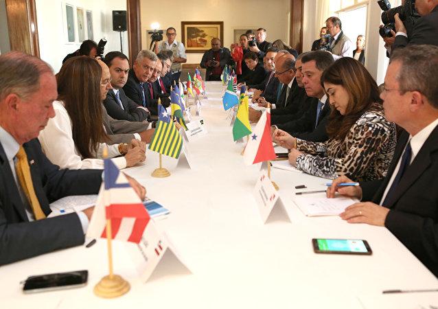 Reunião com governadores para tratar sobre a dívida dos Estados com a União, na residência oficial do governador do Distrito Federal