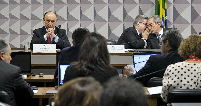 Deputado federal ex-ministro da Secretaria de Direitos Humanos, Pepe Vargas (testemunha); relator da CEI2016, senador Antonio Anastasia (PSDB-MG); presidente da CEI 2016, senador Raimundo Lira (PMDB-PB)