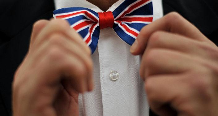 Gravata com as cores da bandeira britânica