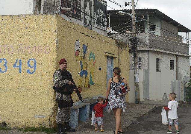 Polícia Militar faz operação em comunidades do Rio e da Baixada Fluminense para encontrar o criminoso Nicolas Labre Pereira de Jesus, conhecido como Fat Family, que foi resgatado por um grupo de traficantes do Hospital Municipal Souza Aguiar.
