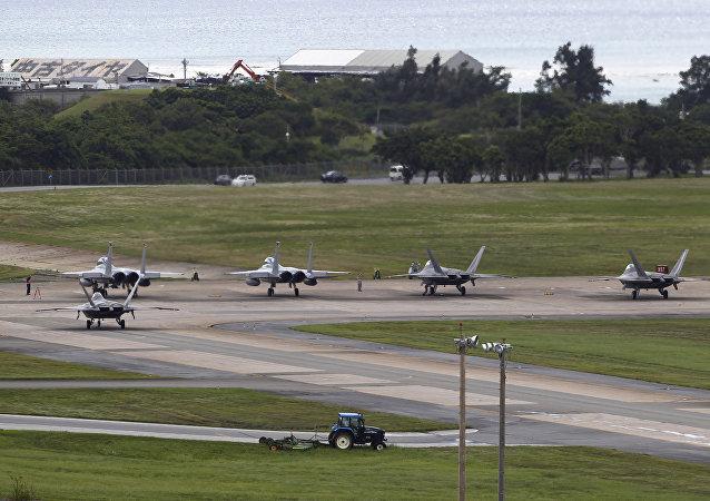 Aviões da Força Aérea F-22 Raptors e F-15 Eagles (foto de arquivo)