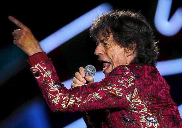 Mick Jagger: cantor, compositor, pai e pé frio