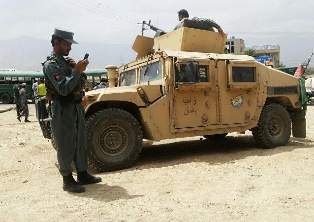 As forças da segurança no lugar de atentado, Cabul, 30 de junho 2016