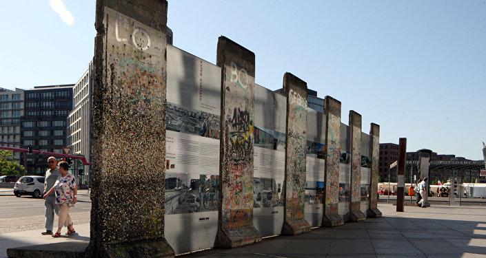 Fragmento do Muro de Berlim - símbolo da Guerra Fria, Postdamer Platz, Alemanha