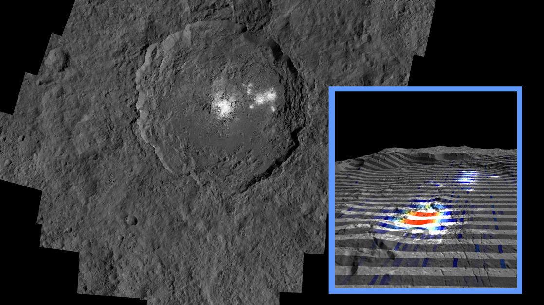 Imagem do centro da cratera Occator, que é o local mais vistoso do planeta-anão Ceres. Faixas vermelhas significam grandes quantidades de carbonatos e as cinzentas - poucos carbonatos.