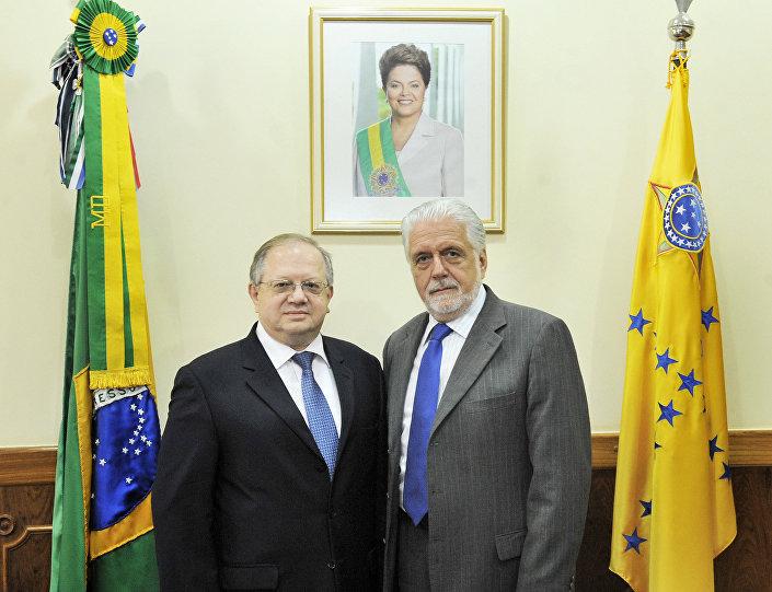 O embaixador da Rússia no Brasil Sergei Akopov e o então ministro da Defesa do Brasil Jaques Wagner. 10 de fevereiro, 2016