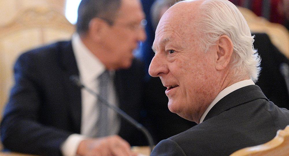 Staffan de Mistura durante um encontro com o ministro das Relações Exteriores russo, Sergei Lavrov (foto de arquivo)