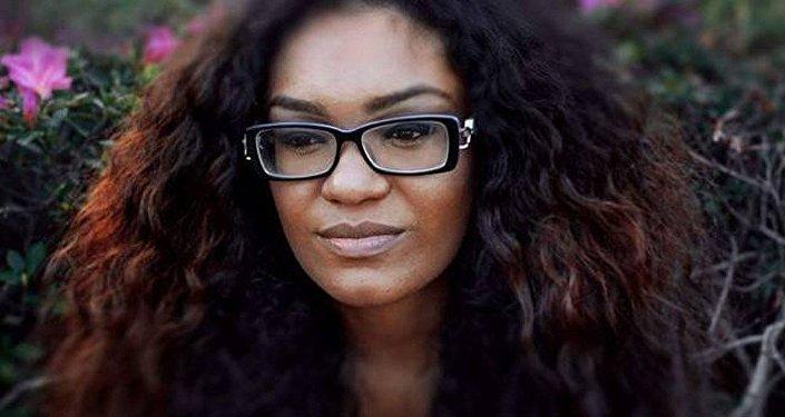 Professora de História Ane Sarinara usa o Funk para atrair alunos para sala de aula.