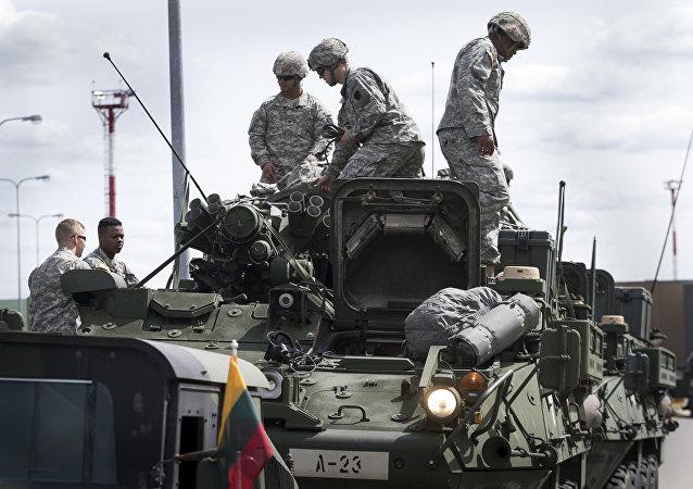 Exército dos EUA no aeroporto de Vilnius, na Lituânia