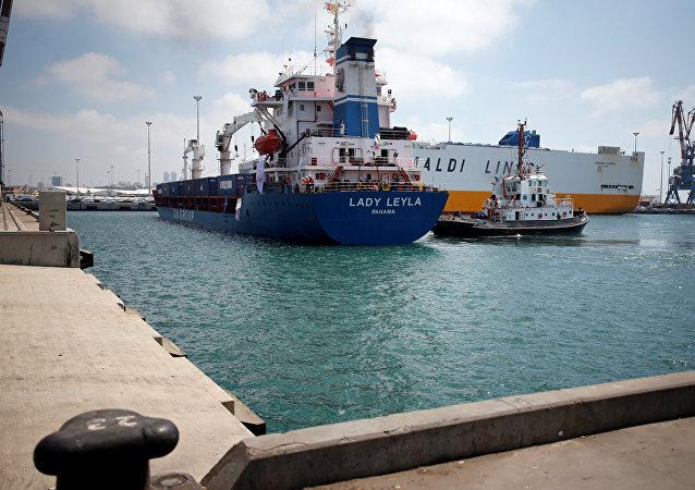 Navio turco Lady Leyla, com bandeira do Panamá, no porto de Ashdod, em Israel