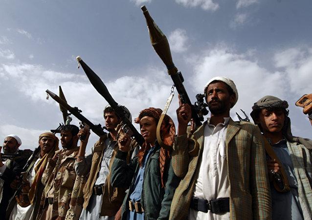 Militantes armados leais aos rebeldes houthis, Sanaa, Iêmen, 20 de junho de 2016