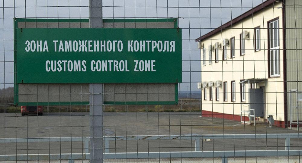 Zona do controle aduaneiro na fronteira com Ucrânia