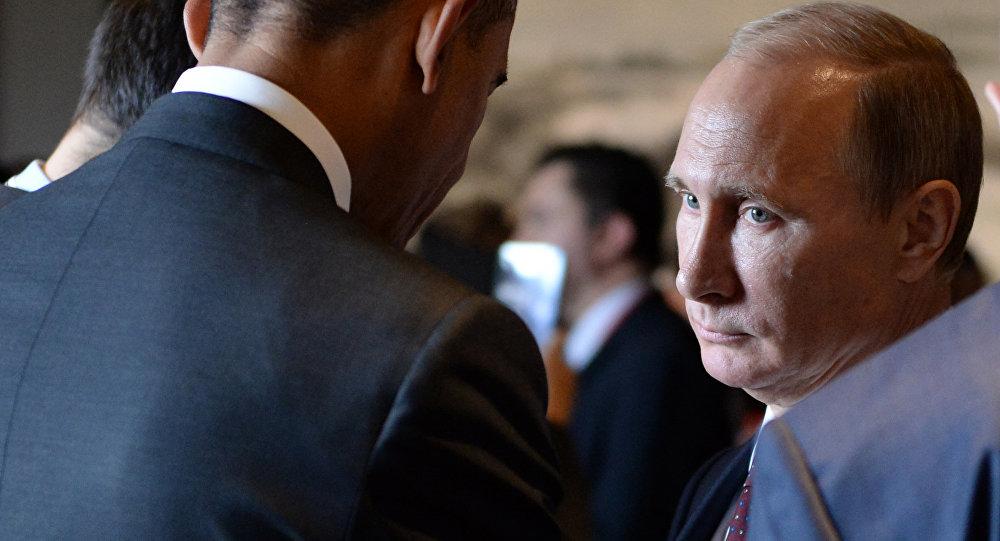 Presidente russo Vladimir Putin fala ao presidente norte-americano Barack Obama