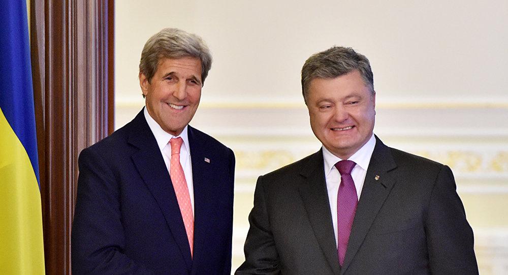 O secretário de Estado dos EUA, John Kerry, em encontro com o presidente da Ucrânia, Pyotr Poroshenko, em Kiev
