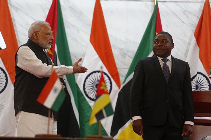 Narendra Modi e Filipe Nyusi em 7 de julho de 2016