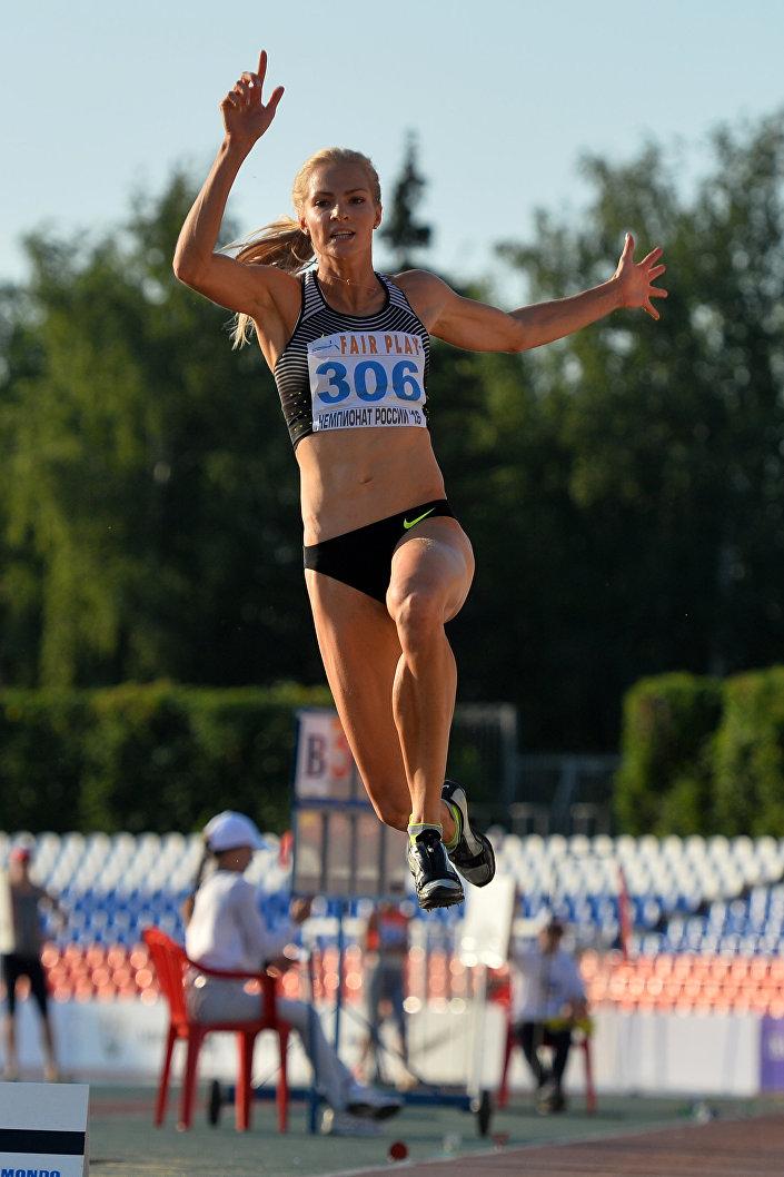 A atleta russa Daria Klishina, salto em distância