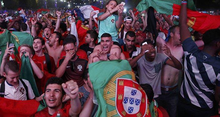 Torcedores festejam depois da vitória da seleção nacional de Portugal na Eurocopa 2016, no dia 10 de julho de 2016, Portugal