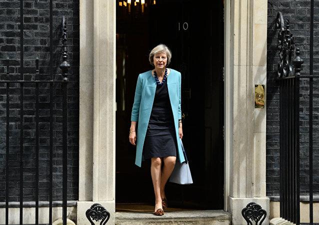 Ministra dos Assuntos Internos britânica Theresa May saí da residência do primeiro-ministro em Downing Street, 10, Londres, Reino Unido, 27 de junho de 2016