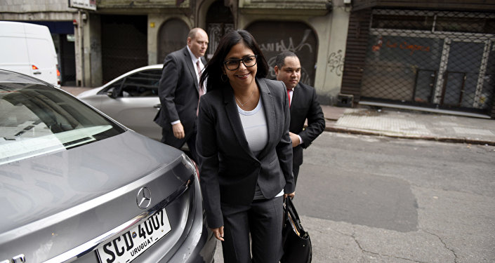 A ministra das Relações Exteriores da Venezuela, Delcy Rodríguez, foi flagrada na entrada de uma sala de eventos onde se discute em 11 de julho de 2016 a transição da presidência rotativa no Mercosul para o seu país