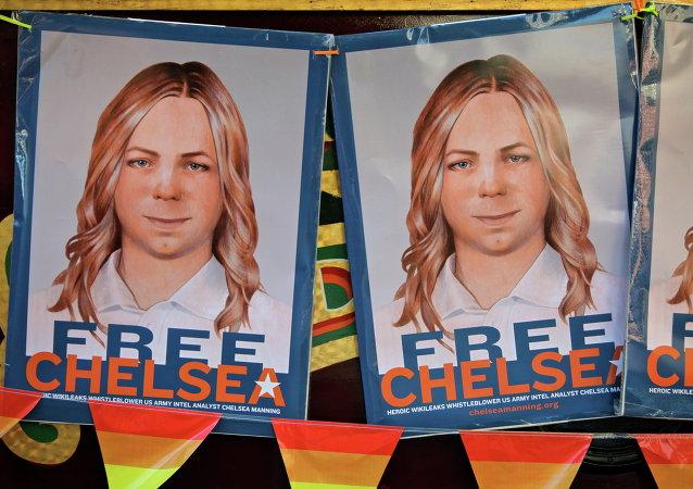 Chelsea Elizabeth Manning, nascida sob o sexo masculino e de nome Bradley Edward Manning