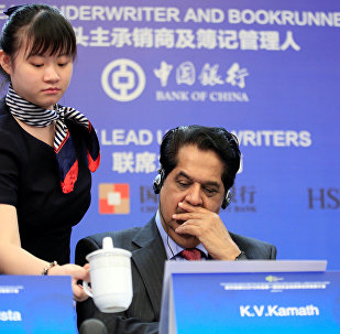 Kundapur Vaman Kamath apresentando bonds verdes em 12 de julho em Xangai