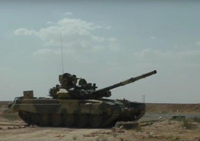 O tanque de combate russo T-90