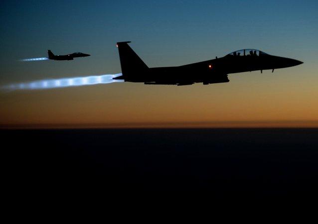 Caça F-15E Strike Eagle da Força Aérea norte-americana