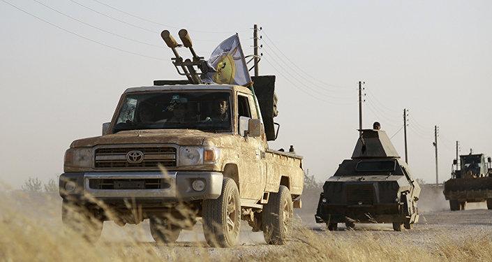 Militantes curdos e árabes apoiados pelos EUA avançam em Manbij, no norte da Síria, 23 de junho de 2016