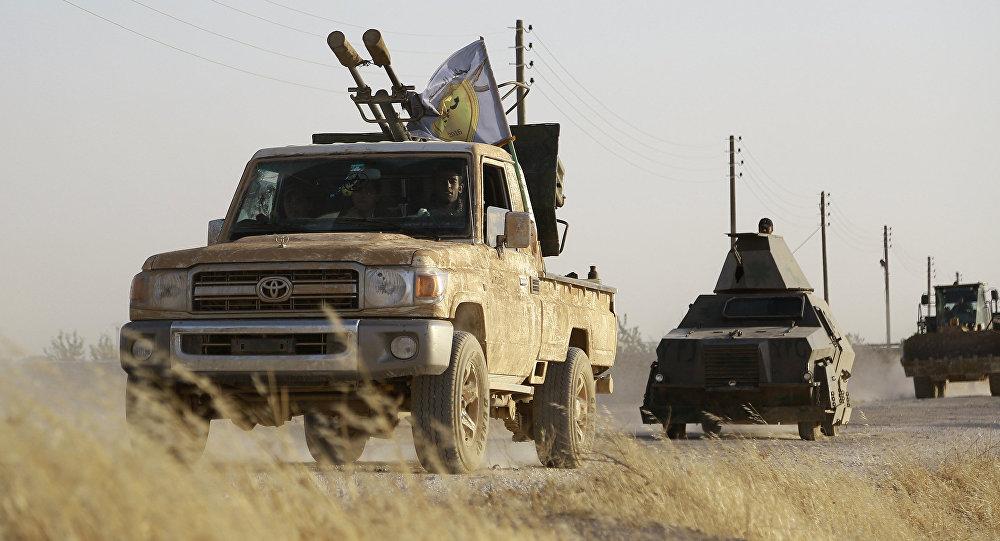 Militantes curdos e árabes apoiados pelos EUA avançam em Manbij, no norte da Síria (foto de arquivo)