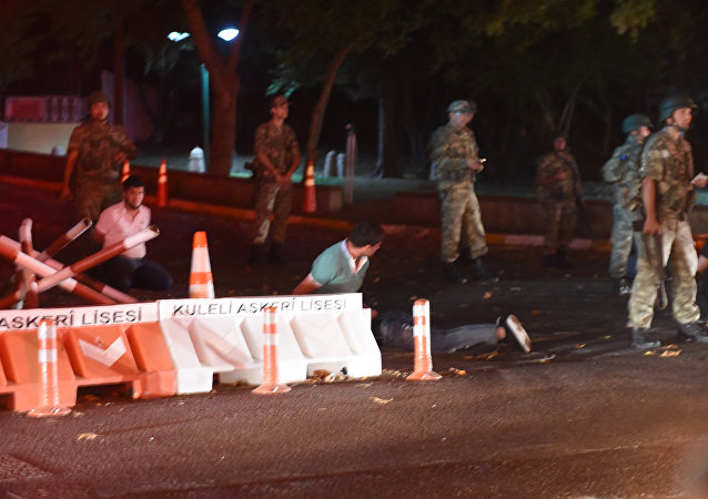 Militares ocupam ruas de Istambul