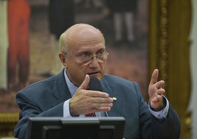 Presidente da Comissão de Constituição, Justiça e Cidadania Osmar Serraglio
