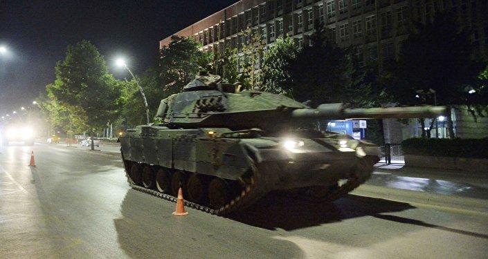 Golpe militar na Turquia, um tanque nas ruas de Ancara