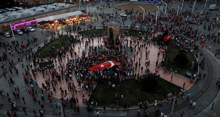Praça Taksim, em Ancara, um dia após tentativa de golpe militar no país