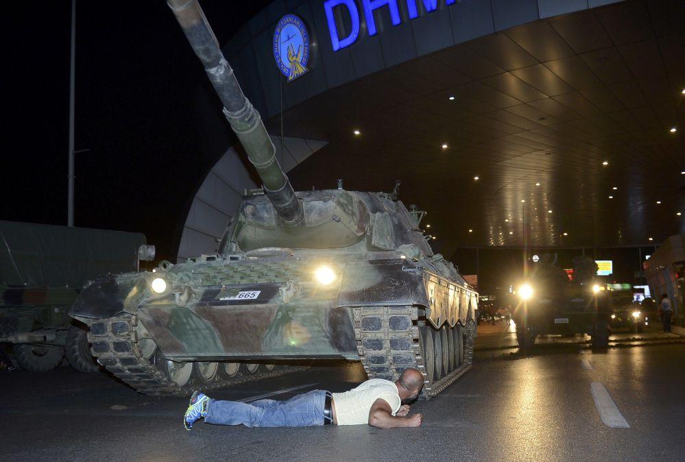 Homem no aeroporto Ataturk