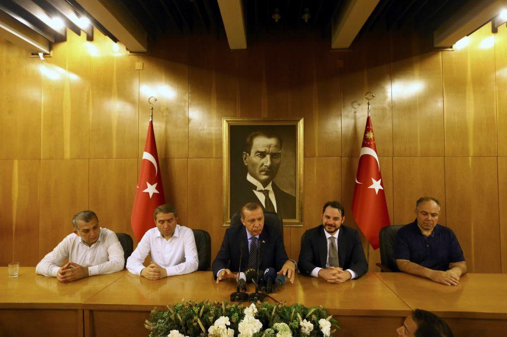 Presidente turco Recep Tayyip Erdogan dá uma entrevista em Istambul