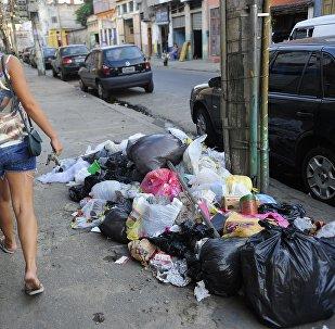 Lixo acumulado nas ruas
