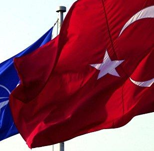 Bandeiras da Turquia e da OTAN