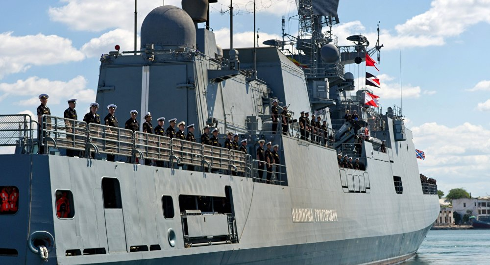 Navio de patrulha russo Admiral Grigorovich entra na baía de Sevastopol, 9 de junho 2016