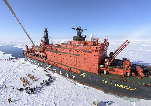 O quebra-gelo nuclear NS 50 Let Pobedy
