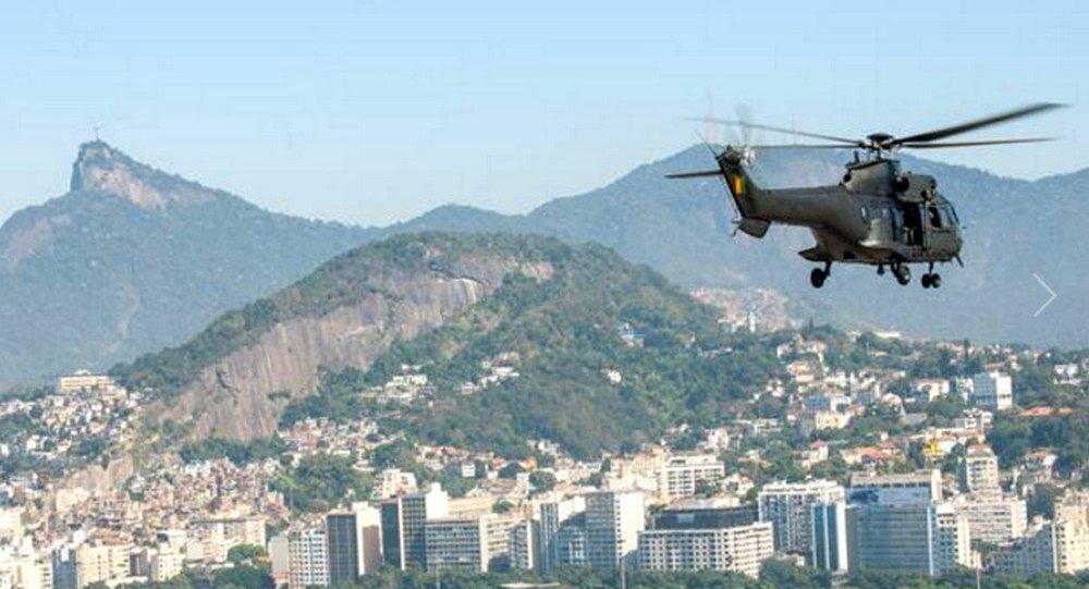Helicópteros do Exército sobrevoam a cidade maravilhosa